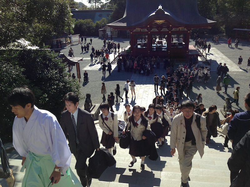 Grupo de colegiales en Kamakura