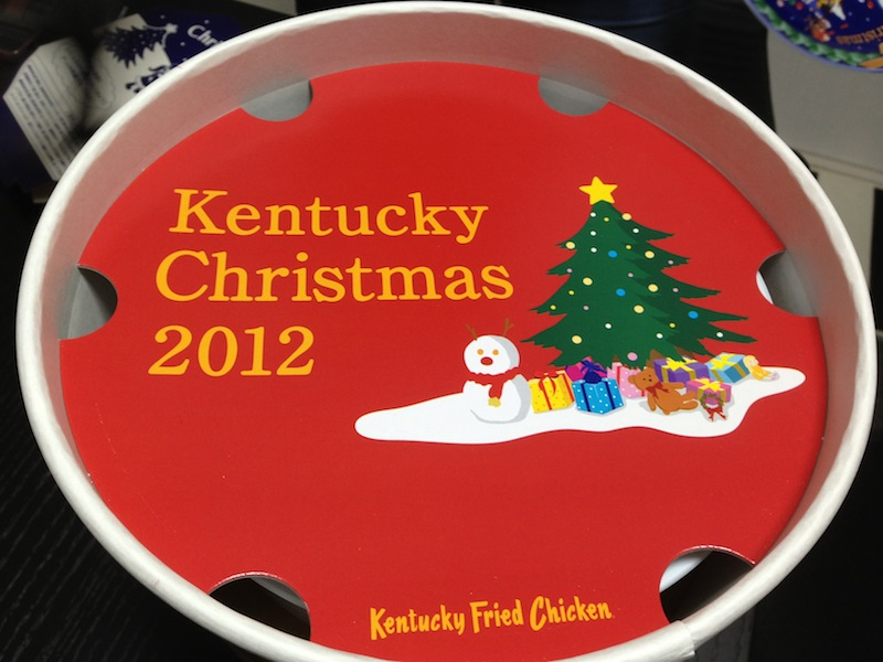 Unboxing del Cubo de Nochebuena del KFC - cartón separador