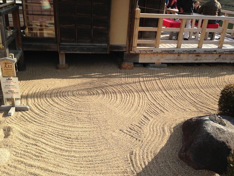Jardín zen en la casa de té de los jardines de Hamarikyu
