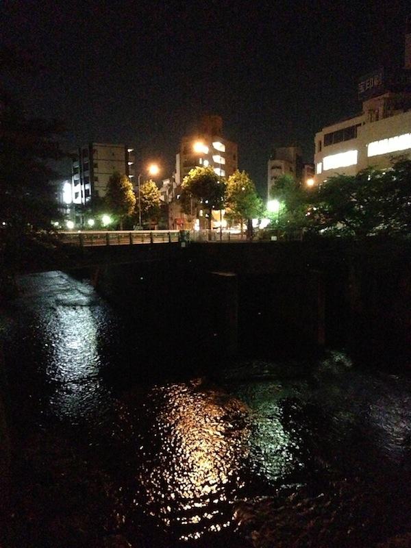 Río de noche