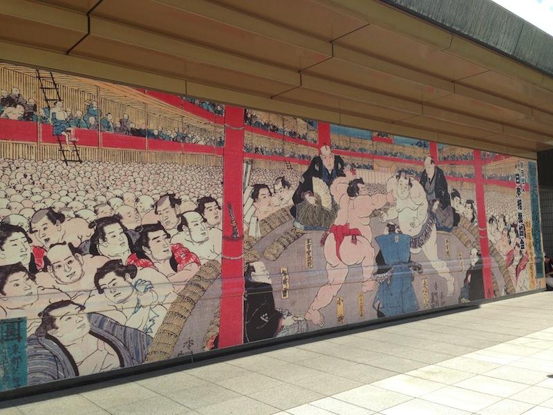 Mural de sumo de la fachada principal