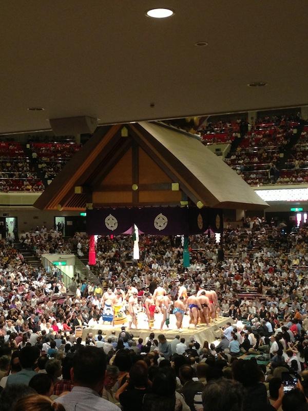Presentación de los luchadores de Sumo
