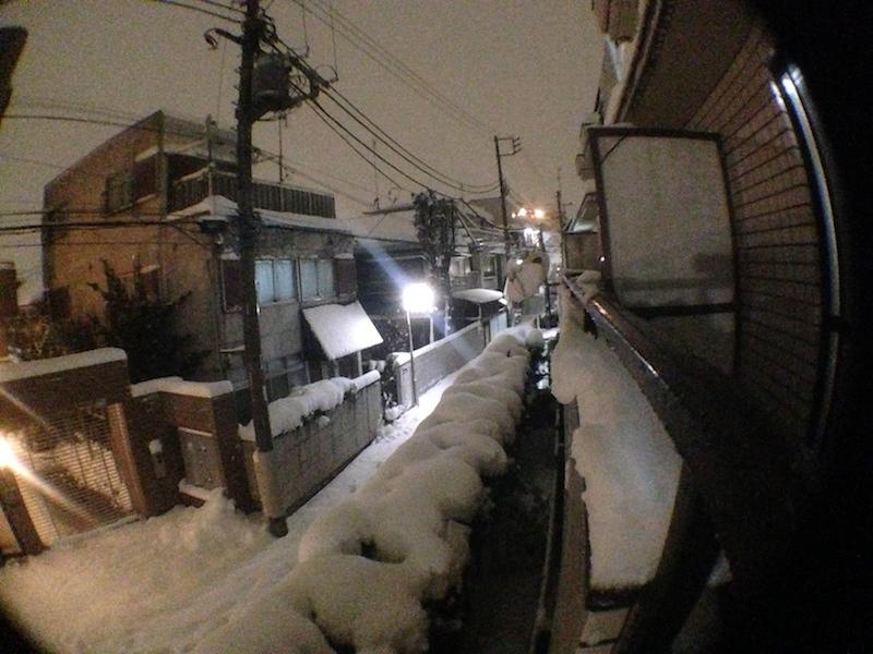 Paisaje de nieve de noche