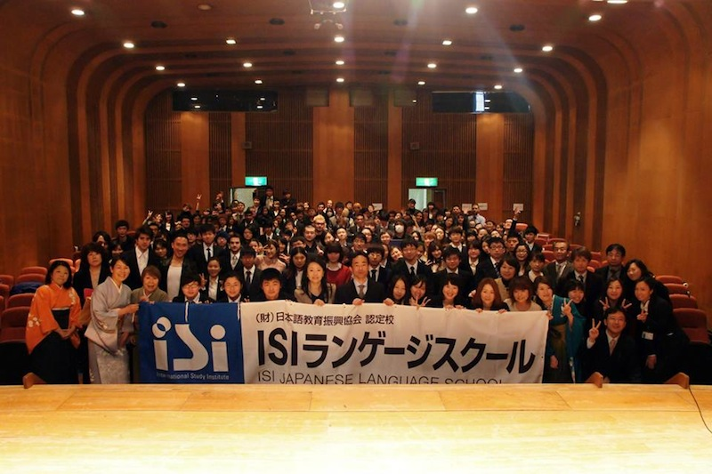 Foto de la escuela en la ceremonia de graduación en ISI